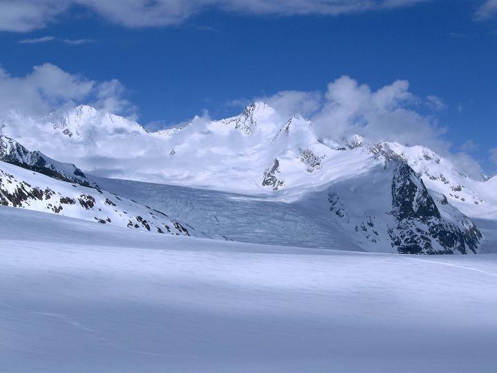 Foto: Andreas Koller / Ski Tour / Berner Alpen Durchquerung 1: Louwihorn (3777m) / Finsteraarhorn (4273 m) / 16.04.2009 22:46:44