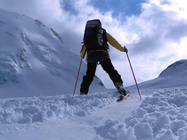 Foto: Andreas Koller / Ski Tour / Berner Alpen Durchquerung 1: Louwihorn (3777m) / Zur Hollandiahütte / 16.04.2009 22:45:15
