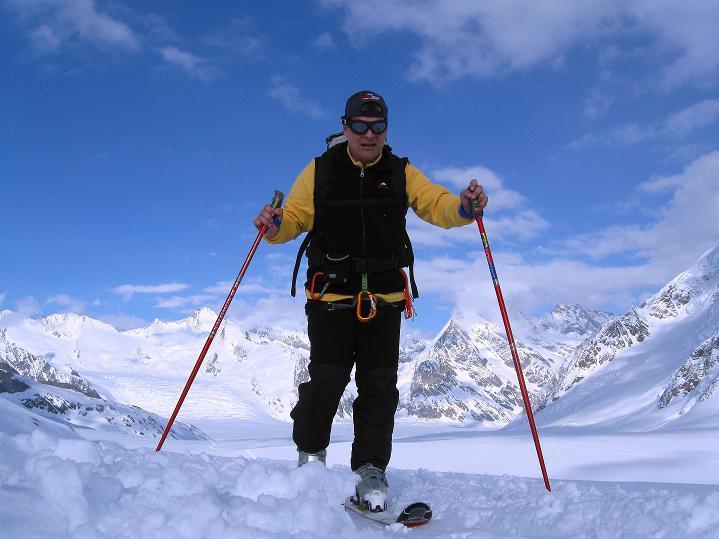 Foto: Andreas Koller / Ski Tour / Berner Alpen Durchquerung 1: Louwihorn (3777m) / 16.04.2009 22:44:49