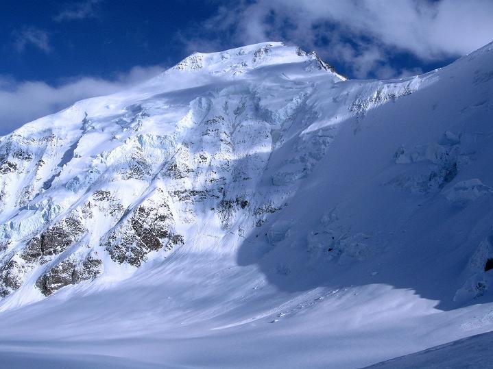 Foto: Andreas Koller / Ski Tour / Berner Alpen Durchquerung 1: Louwihorn (3777m) / Das Aletschhorn (4195 m) / 16.04.2009 22:43:47