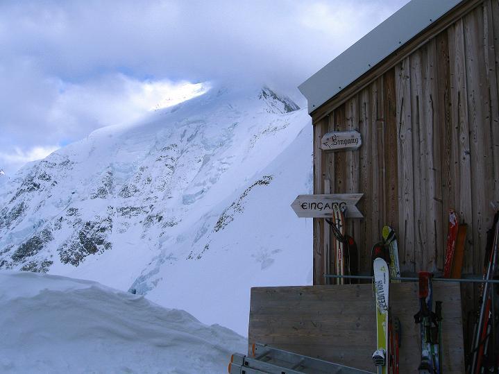 Foto: Andreas Koller / Ski Tour / Berner Alpen Durchquerung 1: Louwihorn (3777m) / 16.04.2009 22:42:45