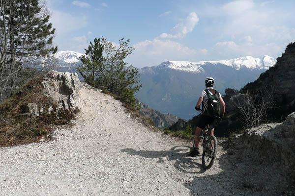Foto: Lenswork.at / Ch. Streili / Mountainbike Tour / Torbole - Limone - Vesio - Passa Nota - Passa Rocchetta - Riva / 16.04.2009 14:25:52