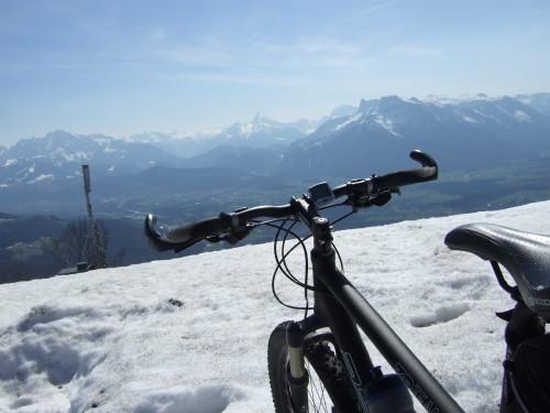 Foto: hofchri / Mountainbike Tour / Gaisberg (1287 m) über Glasenbachklamm / noch etwas Schnee am Wendeplatz / 19.04.2009 09:26:11