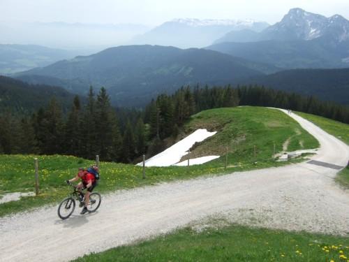 Foto: hofchri / Mountainbike Tour / Stoißer- und Steineralmrunde (1287 m) / steile Auffahrtsrampe zur Stoißeralm / 19.04.2009 15:24:33