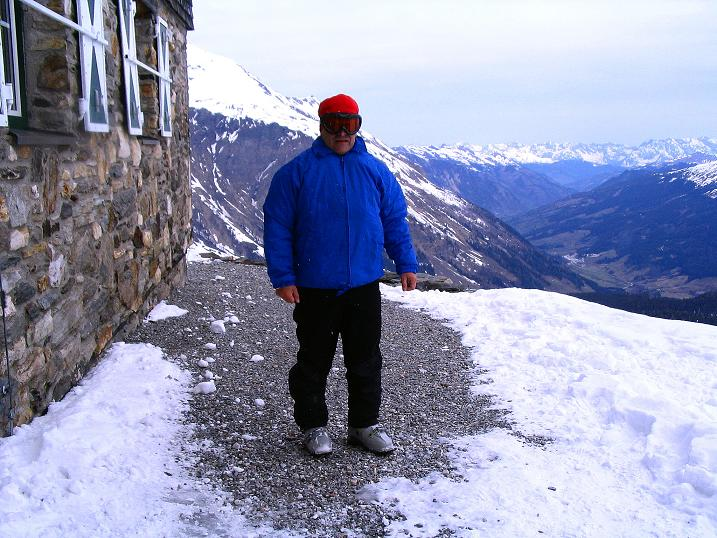 Foto: Andreas Koller / Ski Tour / Übers Naturfreundehaus Neubau auf die Riffelhöhe (2556m) / Beim Schutzhaus Neubau / 27.04.2009 17:37:27