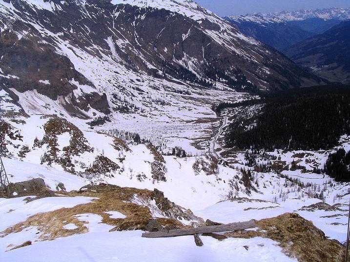 Foto: Andreas Koller / Ski Tour / Übers Naturfreundehaus Neubau auf die Riffelhöhe (2556m) / Tiefblick nach Kolm Saigurn / 27.04.2009 17:34:37