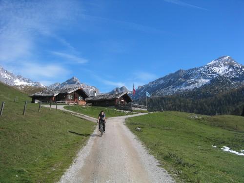 Foto: hofchri / Mountainbike Tour / Rund um den Hochkranz über Kallbrunnalm (1495m) / 27.04.2009 22:17:21
