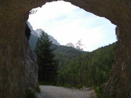 Foto: hofchri / Mountainbike Tour / Rund um die Reiteralpe über Hundsalm (1320m) / Tunnel nach Oberjettenberg / 27.04.2009 22:26:32