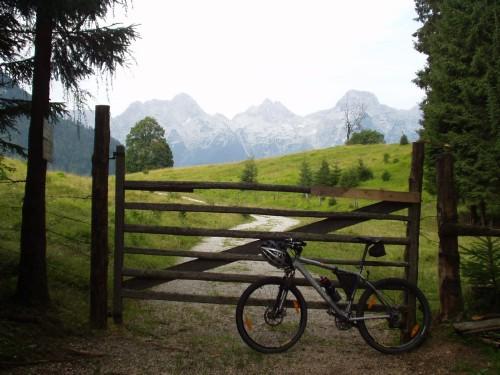 Foto: hofchri / Mountainbike Tour / Rund um die Reiteralpe über Hundsalm (1320m) / nach der Tragestrecke auf der Hundsalm / 27.04.2009 22:27:01