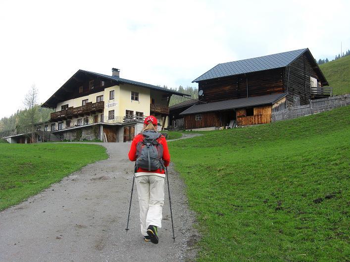Foto: Andreas Koller / Wander Tour / Über die Karalm auf den Sladinkopf (2305 m) / Die Karalm / 04.05.2009 17:36:01