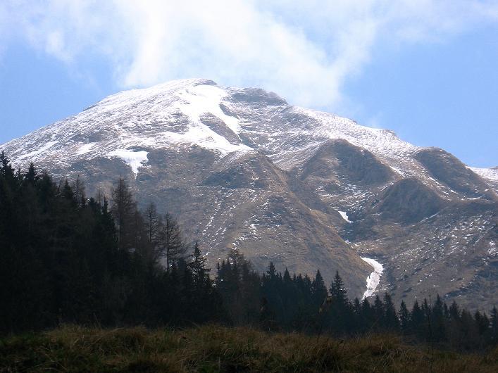 Foto: Andreas Koller / Wander Tour / Über die Karalm auf den Sladinkopf (2305 m) / Der Sladinkopf von der Karalm / 04.05.2009 17:35:40