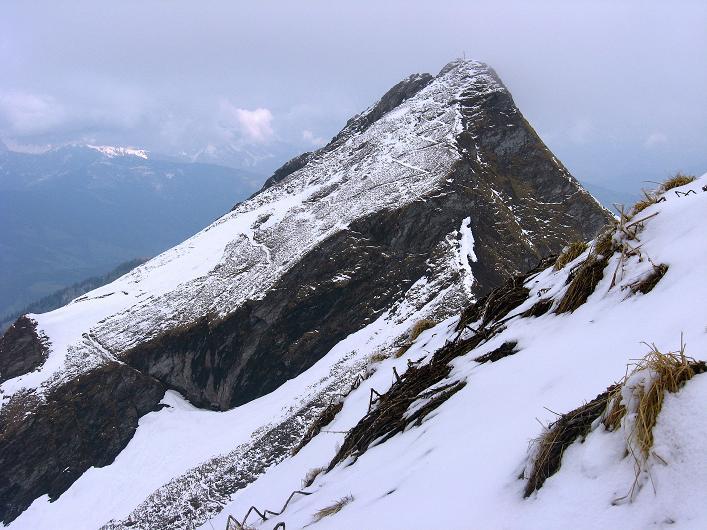 Foto: Andreas Koller / Wander Tour / Über die Karalm auf den Sladinkopf (2305 m) / Der markante Bernkogel (2325 m) / 04.05.2009 17:28:55