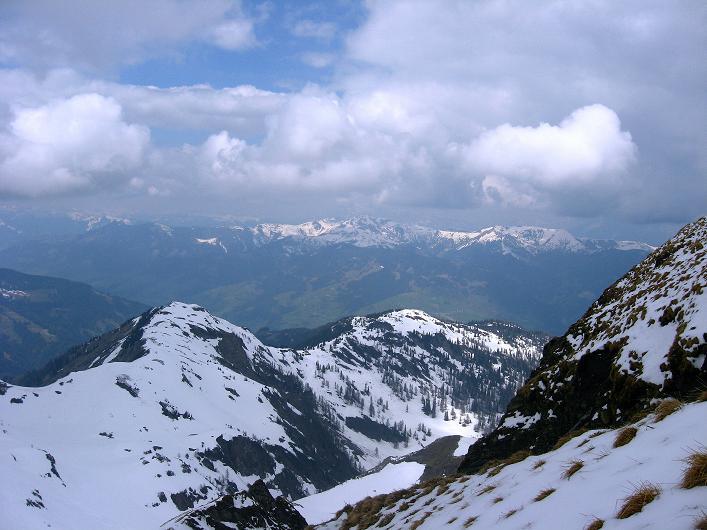 Foto: Andreas Koller / Wander Tour / Über die Karalm auf den Sladinkopf (2305 m) / Blick nach NW / 04.05.2009 17:25:39