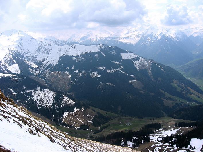 Foto: Andreas Koller / Wander Tour / Über die Karalm auf den Sladinkopf (2305 m) / Der Alpenhauptkamm mit den 3000ern der Goldberggruppe / 04.05.2009 17:24:56