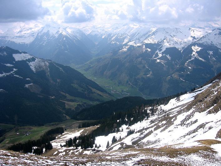 Foto: Andreas Koller / Wander Tour / Über die Karalm auf den Sladinkopf (2305 m) / Blick ins Rauriser- und Seidlwinkltal / 04.05.2009 17:24:04