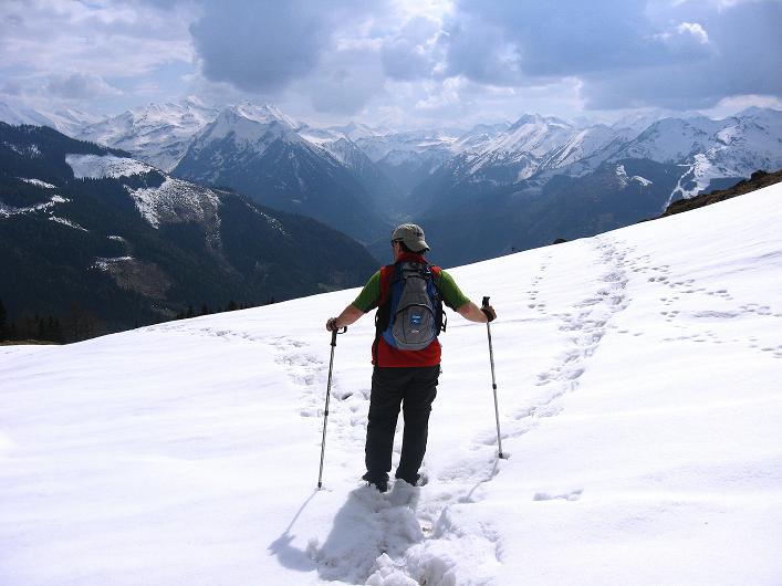 Foto: Andreas Koller / Wander Tour / Über die Karalm auf den Sladinkopf (2305 m) / Blick in die Goldberggruppe / 04.05.2009 17:22:14