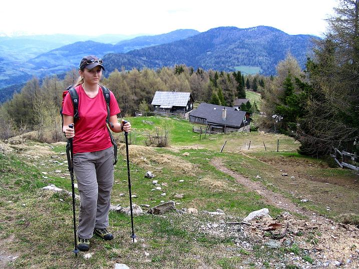 Foto: Andreas Koller / Wander Tour / Über die Dörfler Alm auf den Gstoder (2140m) / Dörfler Almhütten / 10.05.2009 22:00:28
