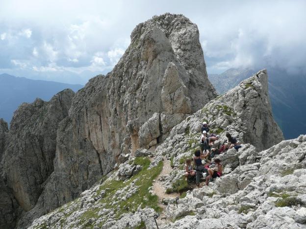 Foto: Manfred Karl / Klettersteig Tour / Via ferrata Masarè auf die Rotwand / Verdiente Rast / 12.05.2009 19:20:25