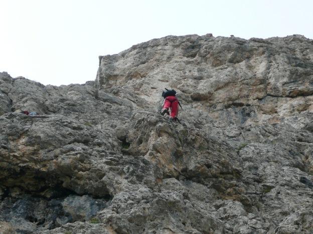 Foto: Manfred Karl / Klettersteig Tour / Via ferrata Masarè auf die Rotwand / Steiler Abstieg am Ende des Masarèsteiges / 12.05.2009 19:19:17