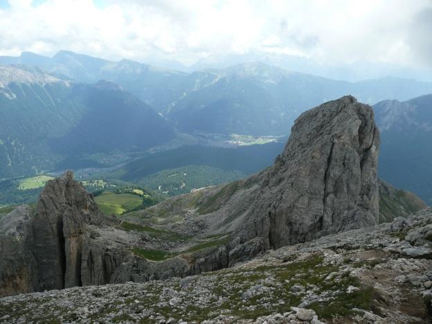 Foto: Manfred Karl / Klettersteig Tour / Via ferrata Masarè auf die Rotwand / Links der Fensterleturm, rechts der Masarègrat / 12.05.2009 19:15:25