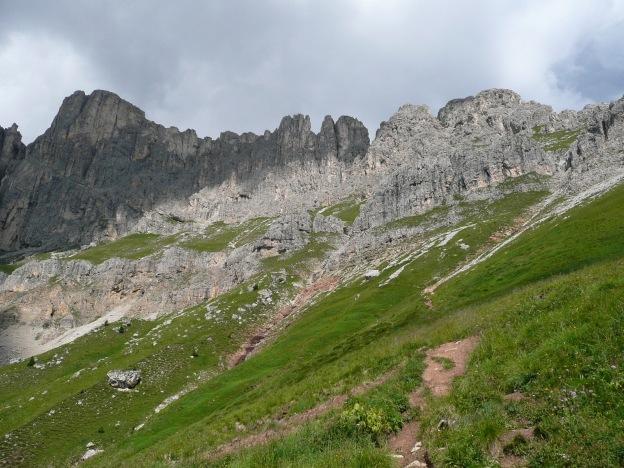 Foto: Manfred Karl / Klettersteig Tour / Via ferrata Masarè auf die Rotwand / Rückblick auf die Zacken des Masarègrates / 12.05.2009 19:07:56