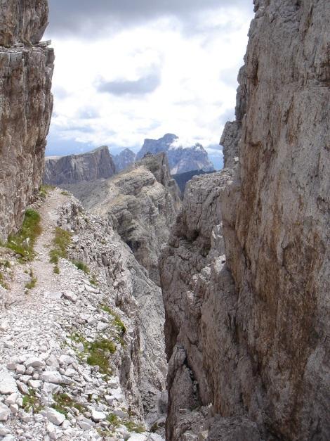 Foto: Manfred Karl / Klettersteig Tour / Via ferrata Averau / Ausblick nach Süden / 12.05.2009 18:57:42