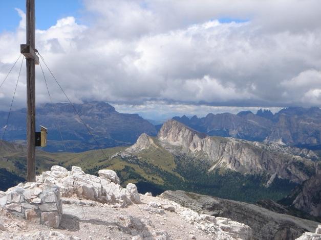 Foto: Manfred Karl / Klettersteig Tour / Via ferrata Averau / Blick vom Averau zum Settsass (siehe alpintouren.com) / 12.05.2009 18:52:07