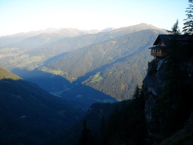 Foto: Manfred Karl / Klettersteig Tour / Seekofel Klettersteig / Morgenstimmung bei der Dolomitenhütte / 14.05.2009 23:17:34