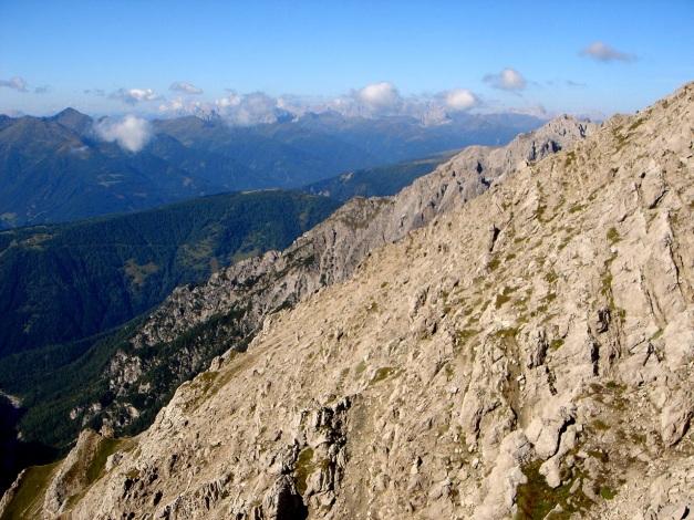 Foto: Manfred Karl / Klettersteig Tour / Seekofel Klettersteig / Weit reicht der Blick bis zu den Dolomiten / 14.05.2009 23:12:50