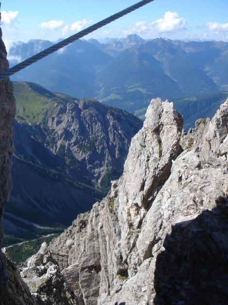Foto: Manfred Karl / Klettersteig Tour / Seekofel Klettersteig / Herrliche Ausblicke am Grat / 14.05.2009 23:09:43