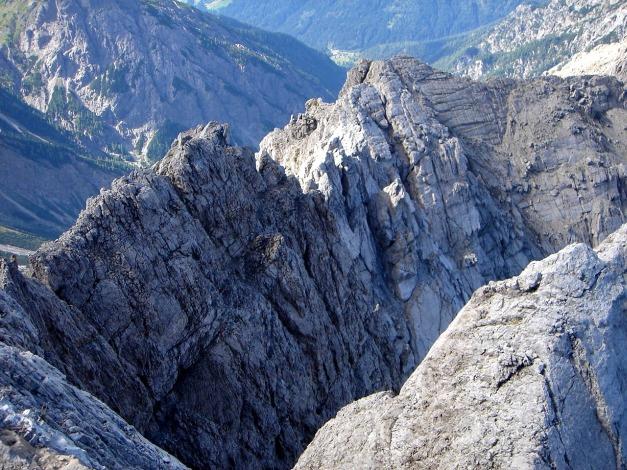 Foto: Manfred Karl / Klettersteig Tour / Seekofel Klettersteig / Rückblick vom Eggerturm auf den bisherigen Anstiegsverlauf / 14.05.2009 23:06:44