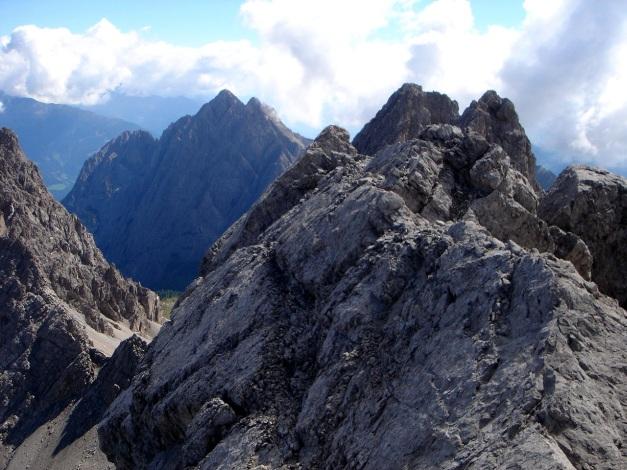 Foto: Manfred Karl / Klettersteig Tour / Seekofel Klettersteig / Wenige Meter am schmalen Grat zum höchsten Punkt / 14.05.2009 22:53:53