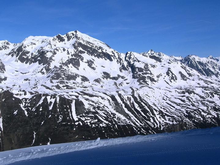 Foto: Andreas Koller / Ski Tour / Rassige Frühjahrstour auf die Schermerspitze (3117 m) / Der Nederkogel (3163 m siehe www.alpintouren.at) ... / 19.05.2009 01:56:36