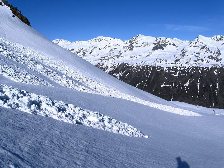 Foto: Andreas Koller / Ski Tour / Rassige Frühjahrstour auf die Schermerspitze (3117 m) / Freier Blick nach W / 19.05.2009 01:54:28