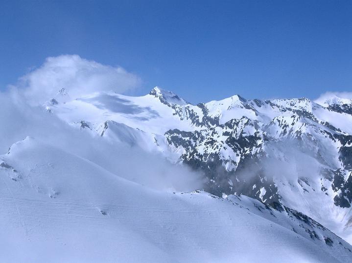 Foto: Andreas Koller / Ski Tour / Rassige Frühjahrstour auf die Schermerspitze (3117 m) / Blick nach W / 19.05.2009 01:50:21
