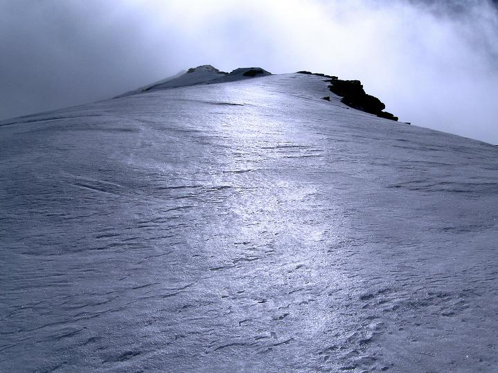 Foto: Andreas Koller / Ski Tour / Rassige Frühjahrstour auf die Schermerspitze (3117 m) / Der anfangs noch breite Grat / 19.05.2009 01:49:44