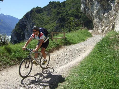 Foto: hofchri / Mountainbike Tour / Monte Tremalzo (1973m) – klassisch von Riva / 26.05.2009 11:06:03