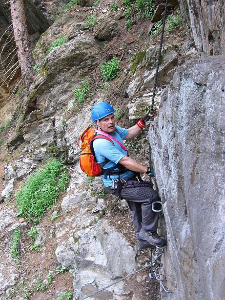 Foto: Andreas Koller / Klettersteig Tour / Stuibenfall Klettersteig (1460m) / Felsige Steilstufe im Wald (A/B) / 25.05.2009 18:50:16