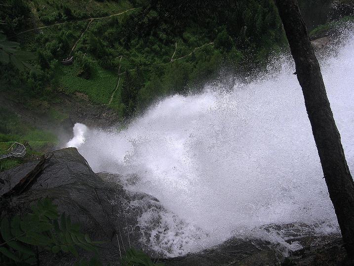 Foto: Andreas Koller / Klettersteig Tour / Stuibenfall Klettersteig (1460m) / Tiefblick über den Stuibenfall / 25.05.2009 18:42:40