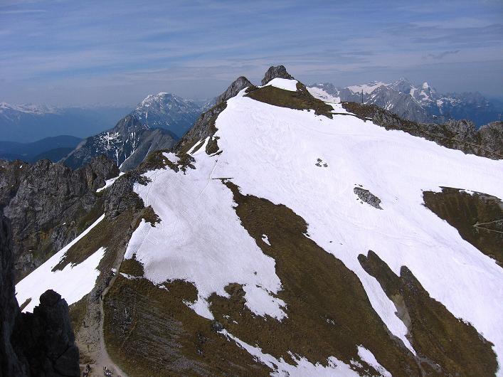 Foto: Andreas Koller / Klettersteig Tour / Karwendelspitze Klettersteig (2385m) / Blick zur Lindnerspitze (2374 m), wo der Mittenwalder Klettersteig (B) beginnt / 27.05.2009 23:12:33