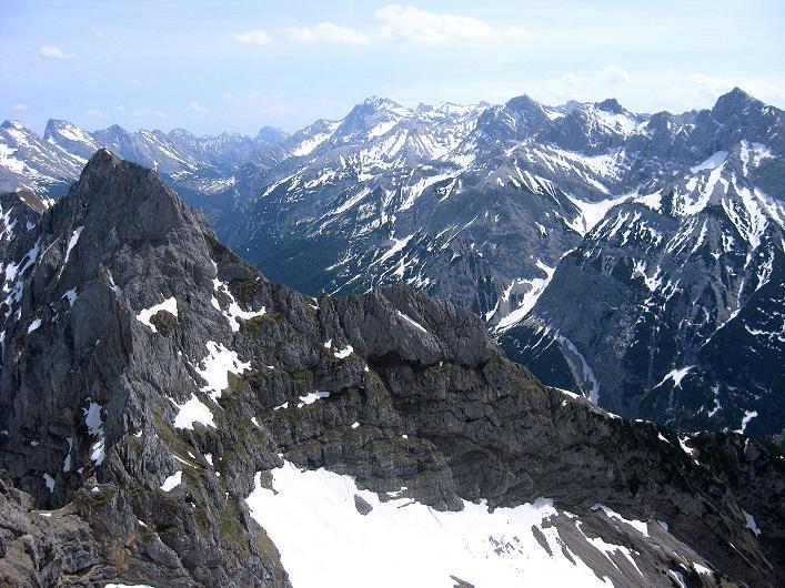 Foto: Andreas Koller / Klettersteig Tour / Karwendelspitze Klettersteig (2385m) / Die Karwendel-Ketten / 27.05.2009 23:10:11