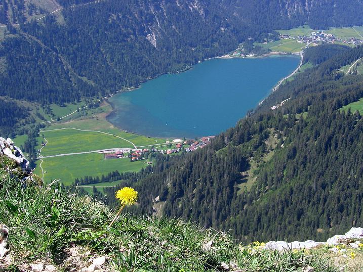 Foto: Andreas Koller / Klettersteig Tour / Friedberger Klettersteig und Steig auf die Rote Flüh (2111m) / Tiefblick auf den Haldensee / 27.05.2009 01:11:03