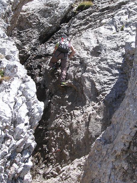 Foto: Andreas Koller / Klettersteig Tour / Friedberger Klettersteig und Steig auf die Rote Flüh (2111m) / In der versicherten Schlucht zum Gipfel / 27.05.2009 01:01:26