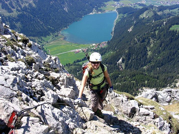 Foto: Andreas Koller / Klettersteig Tour / Friedberger Klettersteig und Steig auf die Rote Flüh (2111m) / Immer wieder schön: Tiefblick auf den Haldensee / 27.05.2009 00:59:04