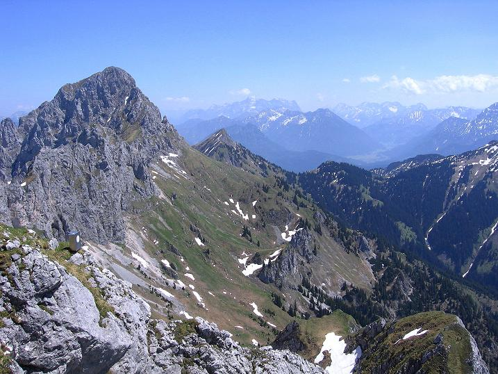 Foto: Andreas Koller / Klettersteig Tour / Friedberger Klettersteig und Steig auf die Rote Flüh (2111m) / Blick nach SO zur Zugspitze (2963 m) / 27.05.2009 00:57:01