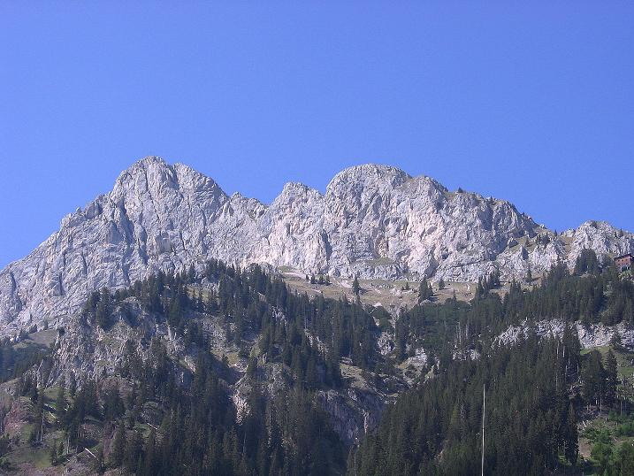Foto: Andreas Koller / Klettersteig Tour / Friedberger Klettersteig und Steig auf die Rote Flüh (2111m) / Rote Flüh und Gimpelhaus von Nesselwängle / 27.05.2009 00:50:28