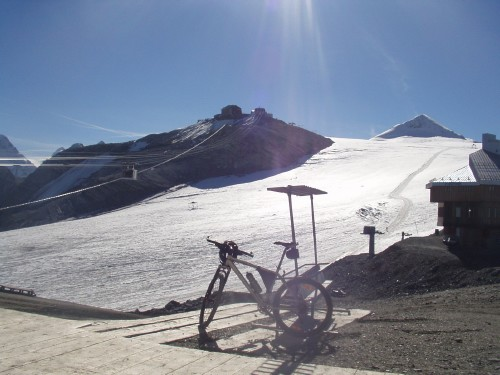 Foto: hofchri / Mountainbike Tour / Ortlerhaus (3028m) über Stilfser Joch (2758m) / 28.05.2009 22:00:51
