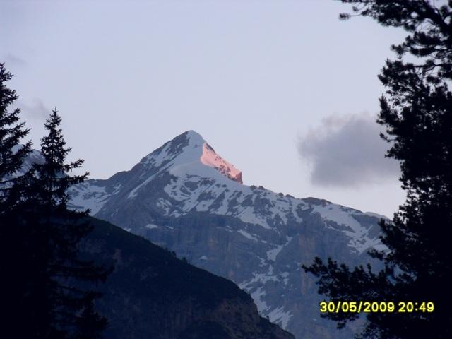 Foto: Ulf / Ski Tour / Marmolada Nordwestflanke / Biancograt in der Abendsonne gibts auch in den Dolos / 01.06.2009 15:32:36