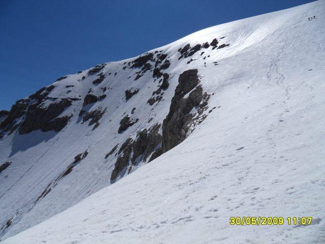 Foto: Ulf / Ski Tour / Marmolada Nordwestflanke / Links Nordwand, rechts Normalweg über Nordwestflanke ca. 35°. / 01.06.2009 15:26:37
