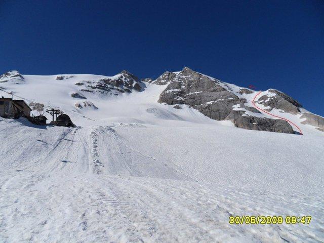 Foto: Ulf / Ski Tour / Marmolada Nordwestflanke / Von Bergstation rechts querend zum Einstieg / 01.06.2009 15:20:23